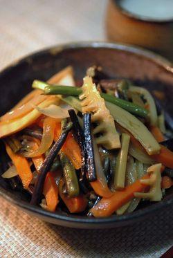 ワラビと筍の炒め物