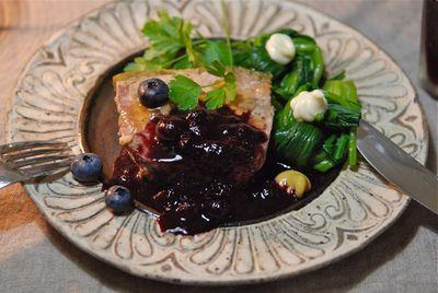 豚肉とキノコのテリーヌ ブルーベリーソース1