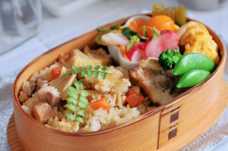 筍の中華風炊き込みご飯のお弁当