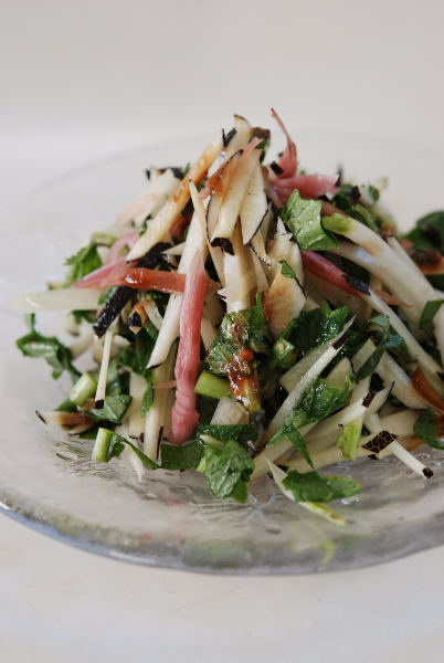 黒大根と葉のサラダ
